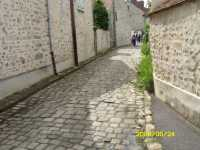 The cobbled Ruelle Des Cavaliers